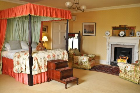 The Ailsa Suite in the Eisenhower Apartment, takes its name from the title 'Marquis of Ailsa' which was bestowed upon the 12th Earl by King William IV.